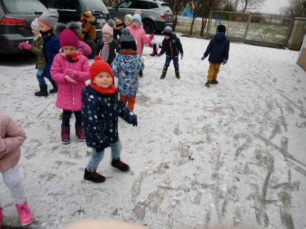 Ślady na śniegu