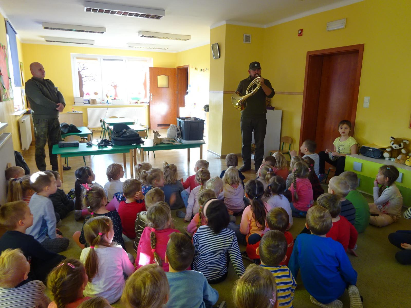Wizyta leśniczych w przedszkolu