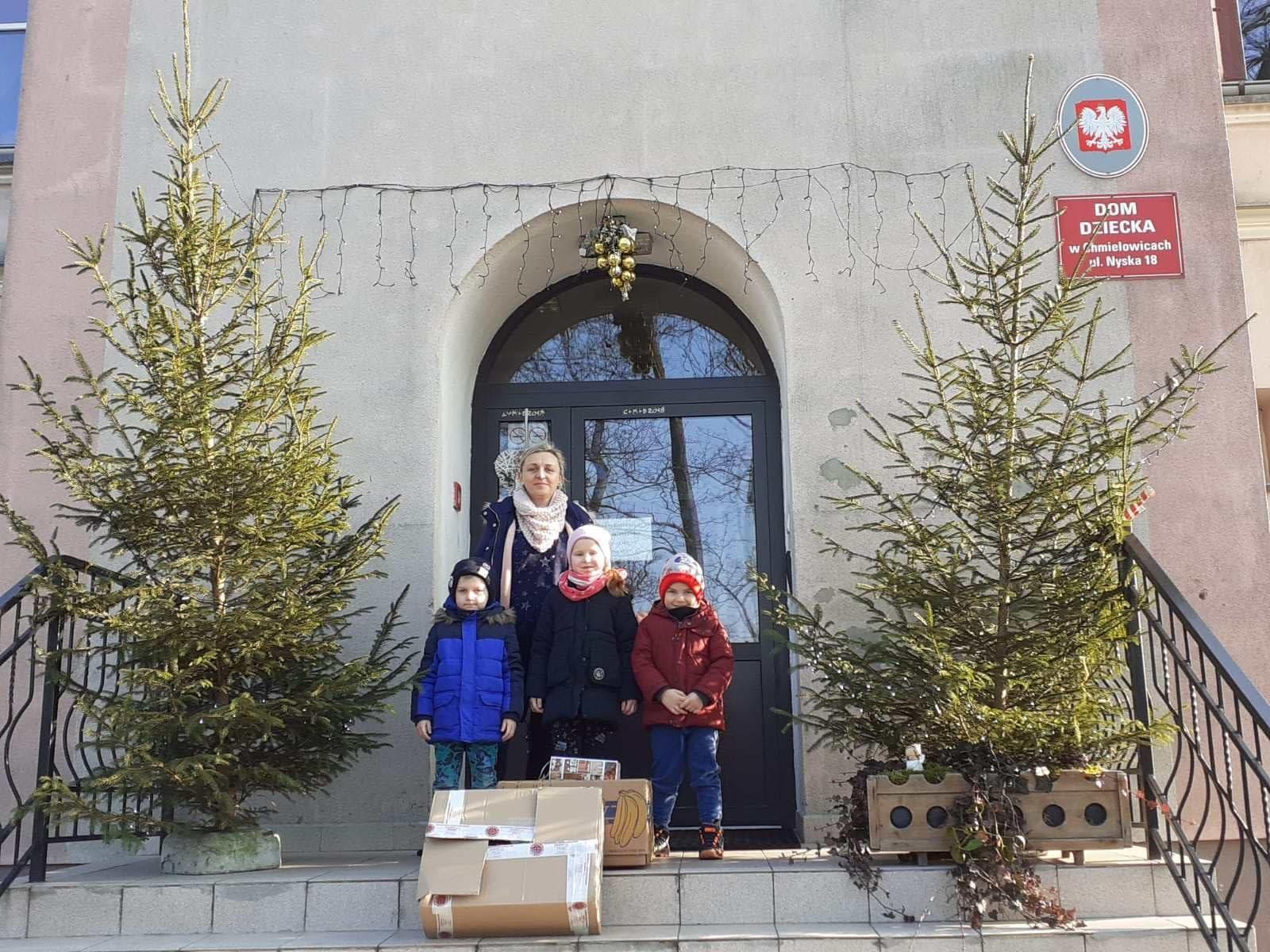 Przekazanie darów dla Domu Dziecka