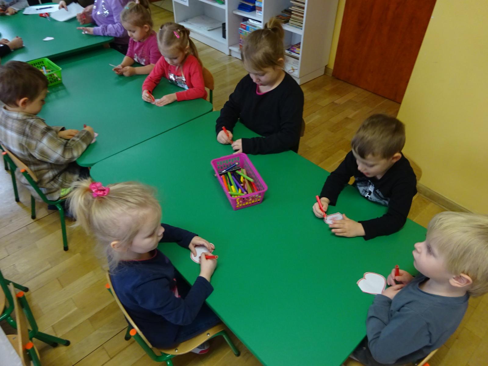 Walentynkowe zabawy przedszkolaków