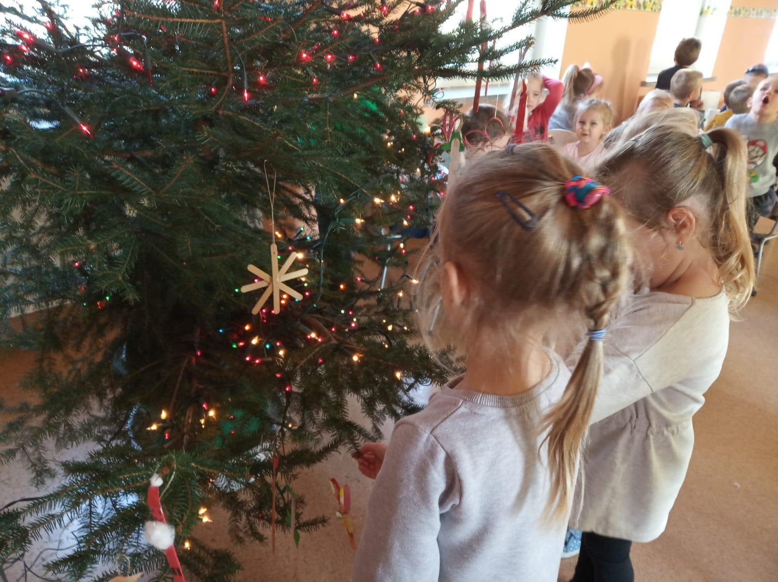 Ubieranie choinki - najpiękniejsza tradycja świąteczna